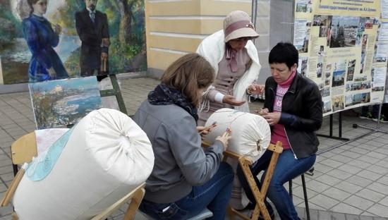 Плетение на коклюшках на фестивале Русская закваска 2016