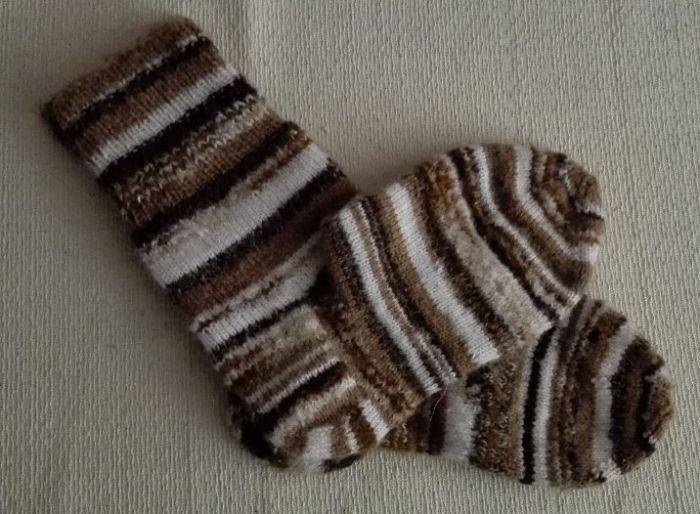 Вязаные носки из остатков пряжи